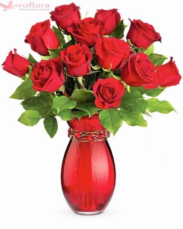 Buchet cu 13 trandafiri rosii