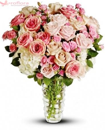 Adorabil – Buchet din trandafiri si hortensia