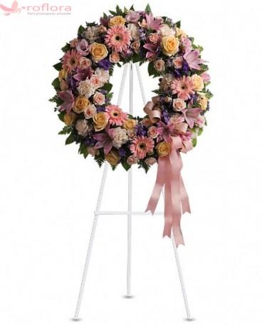 Beautiful Times - Coroana din trandafiri, minirose, gerbere roz si garoafe albe
