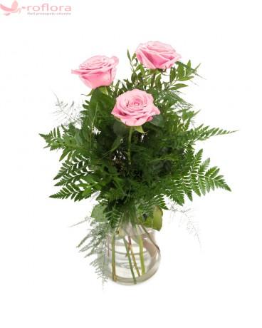 Se Simte in Inima ei – Buchet din 3 trandafiri roz