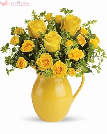 Vaza galbena cu trandafiri galbeni