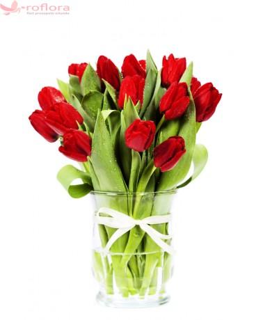 Delicate love - Buchet de lalele rosii