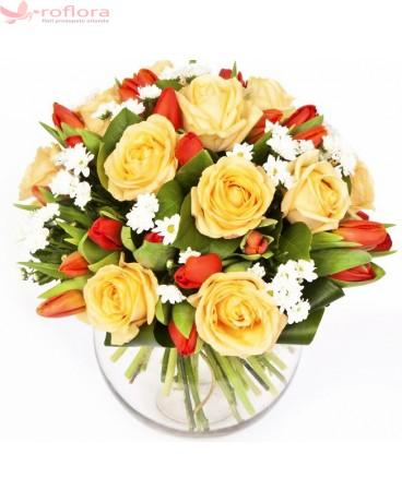 Delicate smile - Buchet din trandafiri si lalele