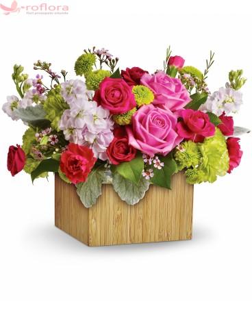 Aranjament cu minirosa, trandafiri, crizanteme, waxflower
