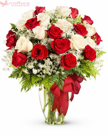 Buchet din trandafiri albi si rosii
