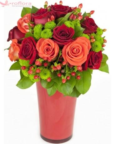 Buchet cu trandafiri multicolori si crizanteme