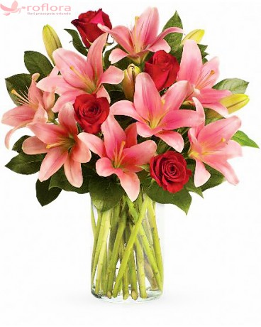 Magical Charming Fantasy - Buchet trandafiri rosii si crini roz