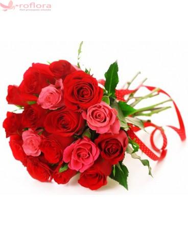 Buchet din trandafiri rosii si roz