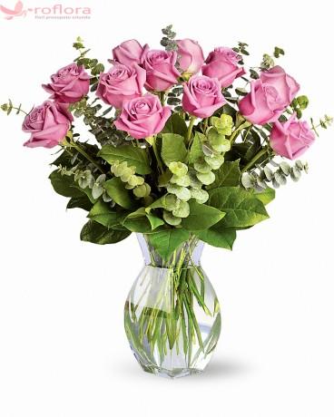 Pink Blossom – Buchet cu 13 trandafiri roz