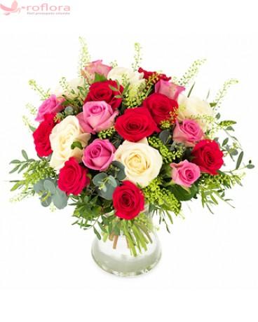 Buchet din 21 trandafiri rosii, roz si albi