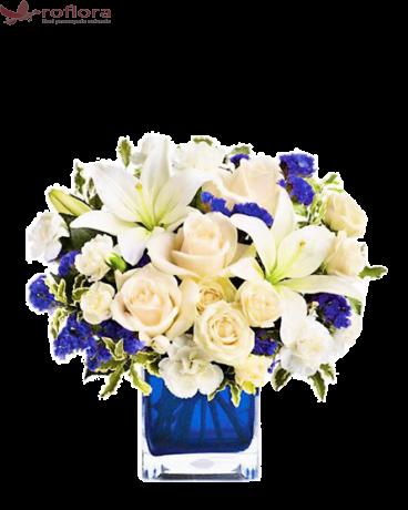 buchet cu flori albe si albastre