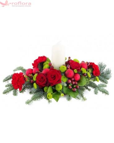 Sarbatori de Iarna – Aranjament cu trandafiri si garoafe