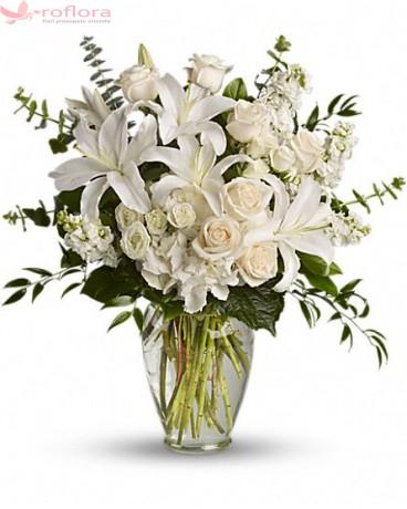 Sentimente - Buchet din trandafiri, minirosa, crini si garoafe