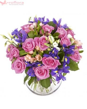 Sweet romance - Buchet din trandafiri si irisi