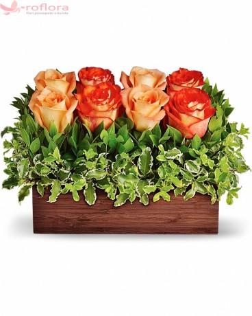 Aranjament cu 8 trandafiri portocalii