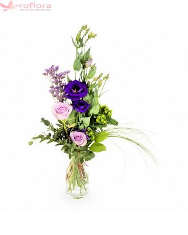 Violete, trandafiri, verdeata, eustoma