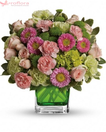 Aranjament floral cu garoafe verzi