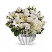 All White - Buchet din hortensii, trandafiri, minirosa si matthiola