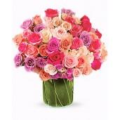 Be my Valentine - Aranjament din trandafiri si minirosa