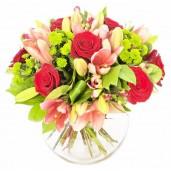 Delicate Touch - Buchet din trandafiri si crini