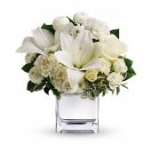 Pearly - Aranjament din minirosa, crini, garoafe si garofite albe