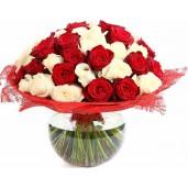 Perfect duo Deluxe - Buchet de 41 trandafiri albi si rosii