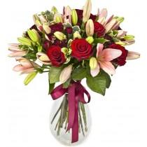 Beauty by Roflora- Buchet din crini si trandafiri