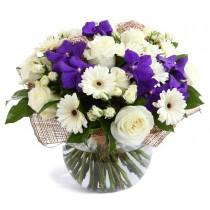 Blue beauty Deluxe - Buchet din trandafiri, gerbera si orhidee
