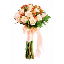 Cu dragoste - Buchet trandafiri si hypericum