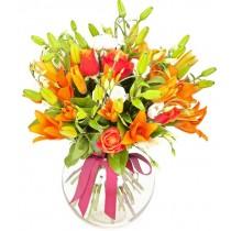 Happyness - Buchet din crini, trandafiri si eustoma