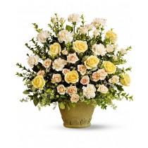 Miere de albine – Aranjament din trandafiri si garoafe