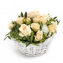 Poveste Florala – Aranjament din trandafiri crem