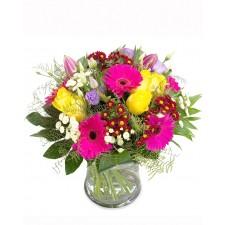 Live in Five – Buchet cu trandafiri, gerbera si lisianthus