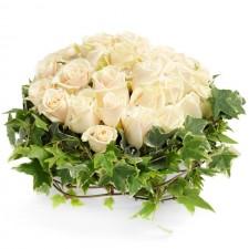Noblesse – Aranjament din 25 trandafiri crem