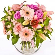 Pink Delight Deluxe - Buchet din trandafiri, crini si gerbera