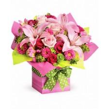 Pink Present - Aranjament din trandafiri, crini si crizanteme