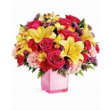 Raze de Culoare – Buchet cu trandafiri, crini si alstroemeria