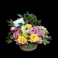 Gradina Bunicii - Cos cu trandafiri, crizanteme si alstroemeria